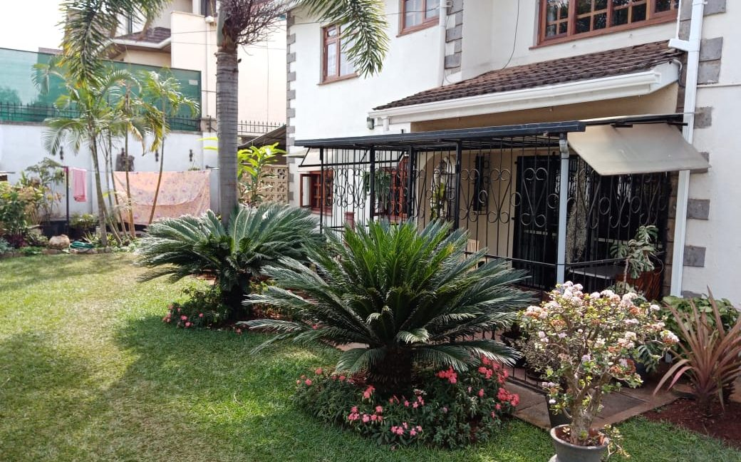 4 Bedroom All Ensuite with Visitor Cloak Room Plus Dsq, Well Done Garden in 1:8 Are for Sale in Lavington, Nairobi at Ksh60M1
