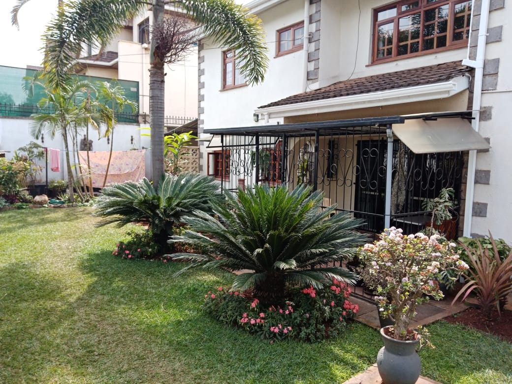 4 Bedroom All Ensuite with Visitor Cloak Room Plus Dsq, Well Done Garden in 1/8 Are for Sale in Lavington, Nairobi at Ksh60M