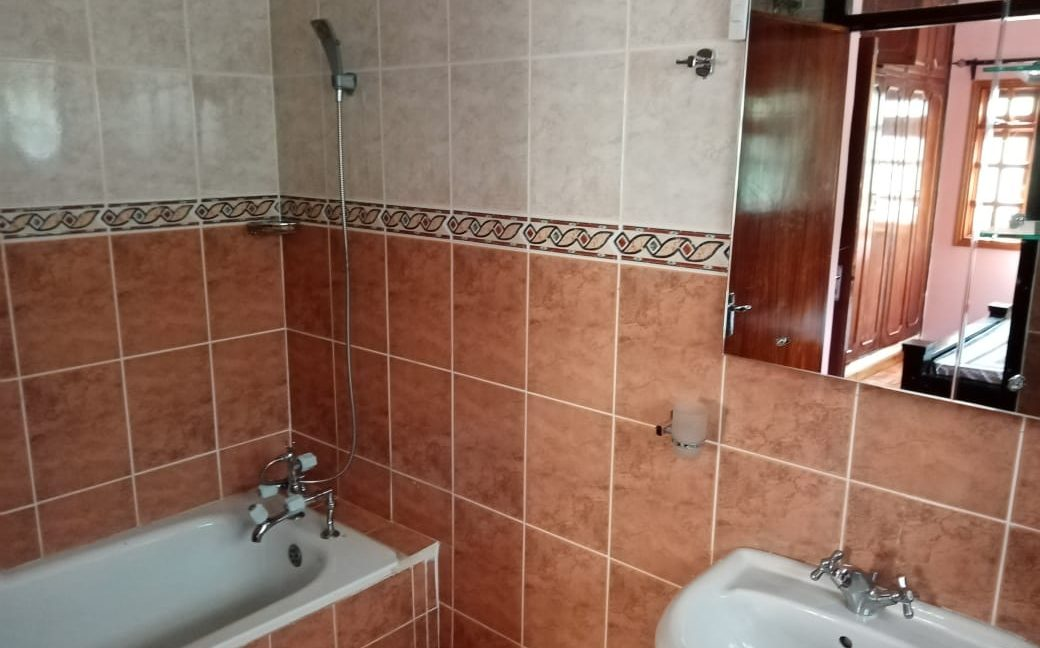 4 Bedroom All Ensuite with Visitor Cloak Room Plus Dsq, Well Done Garden in 1:8 Are for Sale in Lavington, Nairobi at Ksh60M16