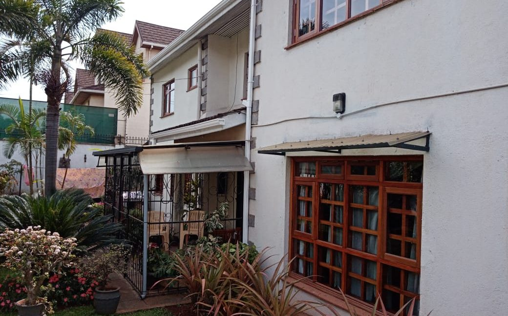 4 Bedroom All Ensuite with Visitor Cloak Room Plus Dsq, Well Done Garden in 1:8 Are for Sale in Lavington, Nairobi at Ksh60M2