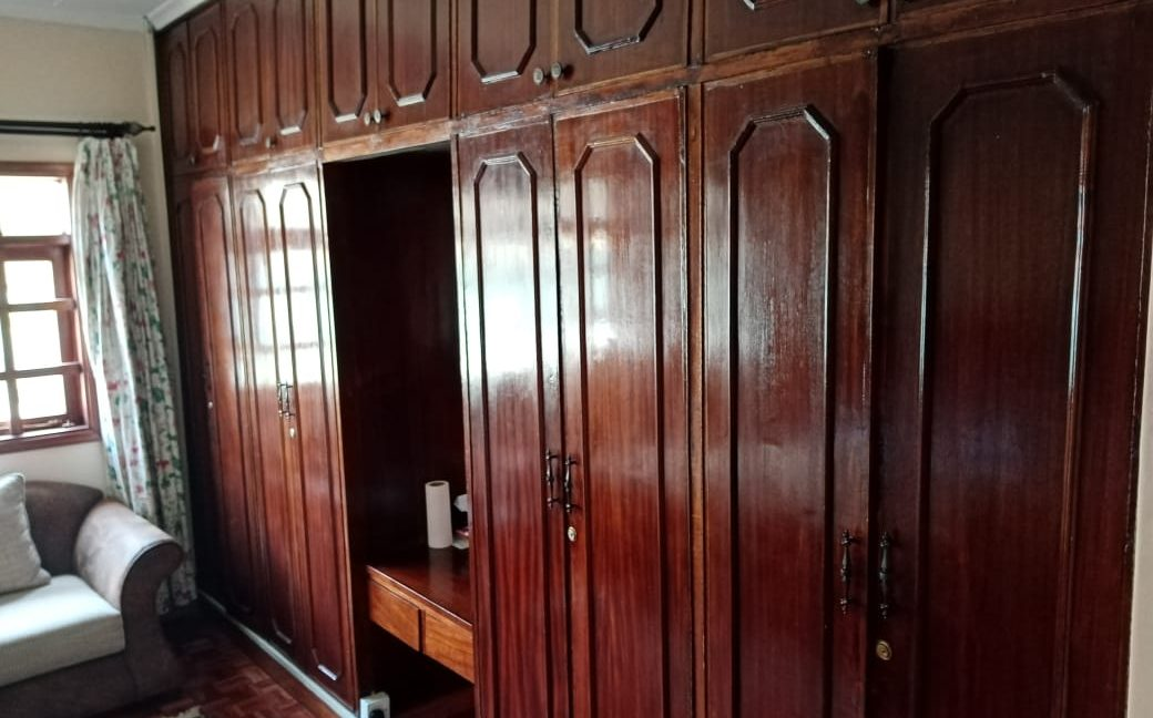 4 Bedroom All Ensuite with Visitor Cloak Room Plus Dsq, Well Done Garden in 1:8 Are for Sale in Lavington, Nairobi at Ksh60M22