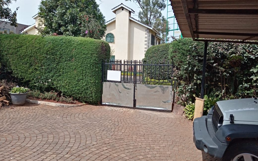 4 Bedroom All Ensuite with Visitor Cloak Room Plus Dsq, Well Done Garden in 1:8 Are for Sale in Lavington, Nairobi at Ksh60M5