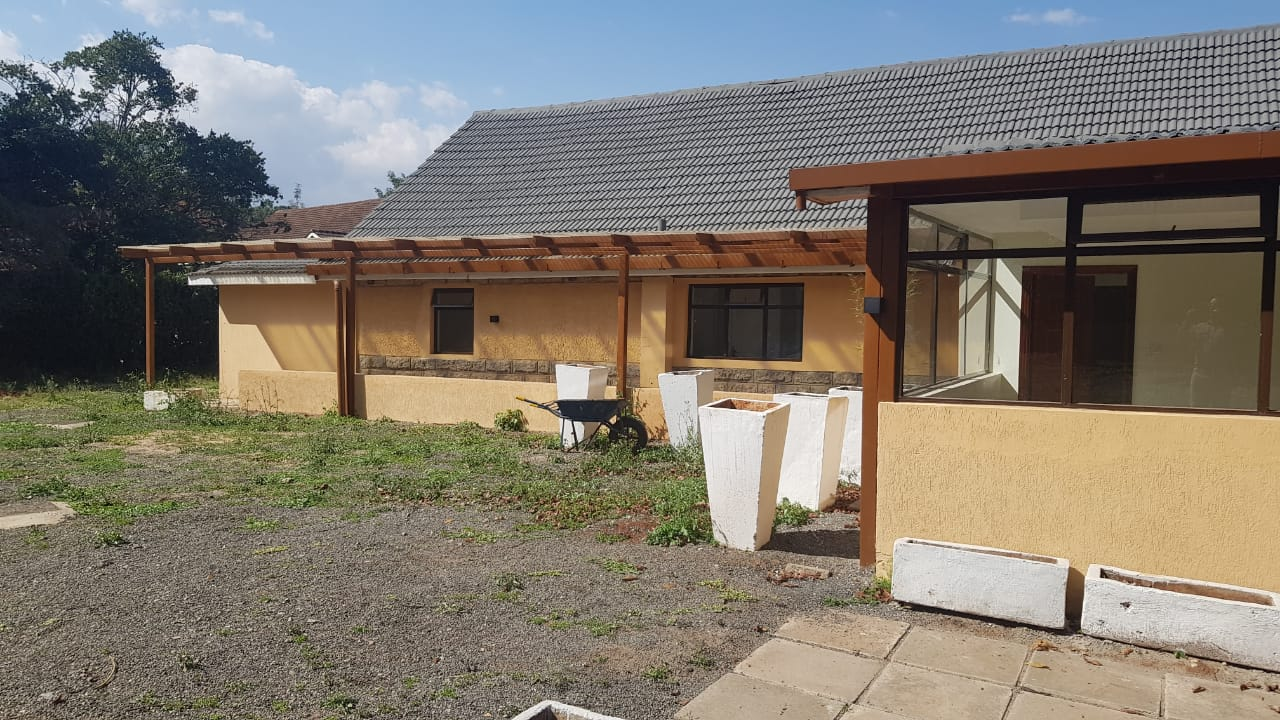 8 Roomed Property for Rent in Lavington Suitable for Office Use on 1 Acre at Ksh320k