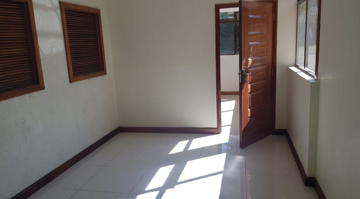 8 Roomed Property for Rent in Lavington Suitable for Office Use on 1 Acre at Ksh320k12