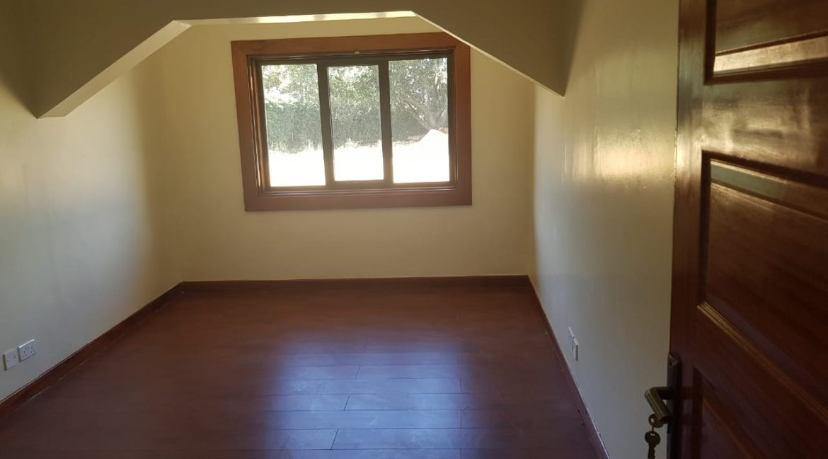 8 Roomed Property for Rent in Lavington Suitable for Office Use on 1 Acre at Ksh320k14