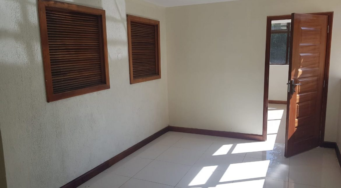 8 Roomed Property for Rent in Lavington Suitable for Office Use on 1 Acre at Ksh320k16