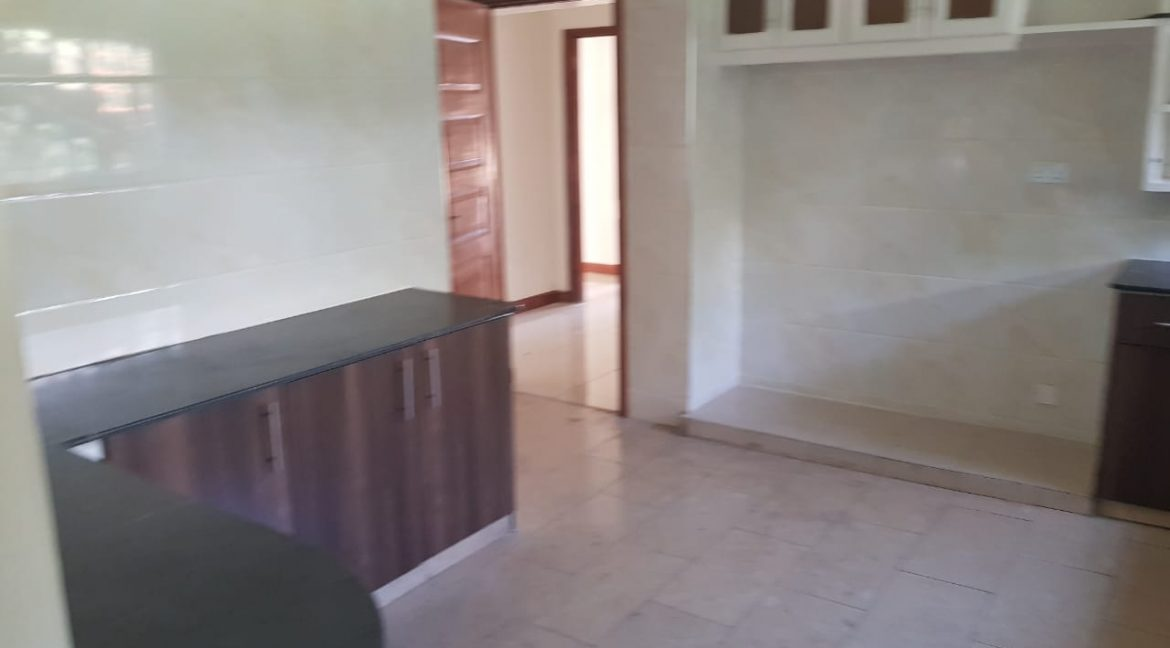 8 Roomed Property for Rent in Lavington Suitable for Office Use on 1 Acre at Ksh320k17