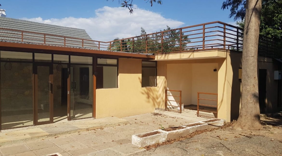 8 Roomed Property for Rent in Lavington Suitable for Office Use on 1 Acre at Ksh320k19