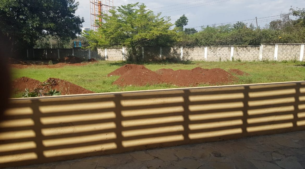 8 Roomed Property for Rent in Lavington Suitable for Office Use on 1 Acre at Ksh320k20