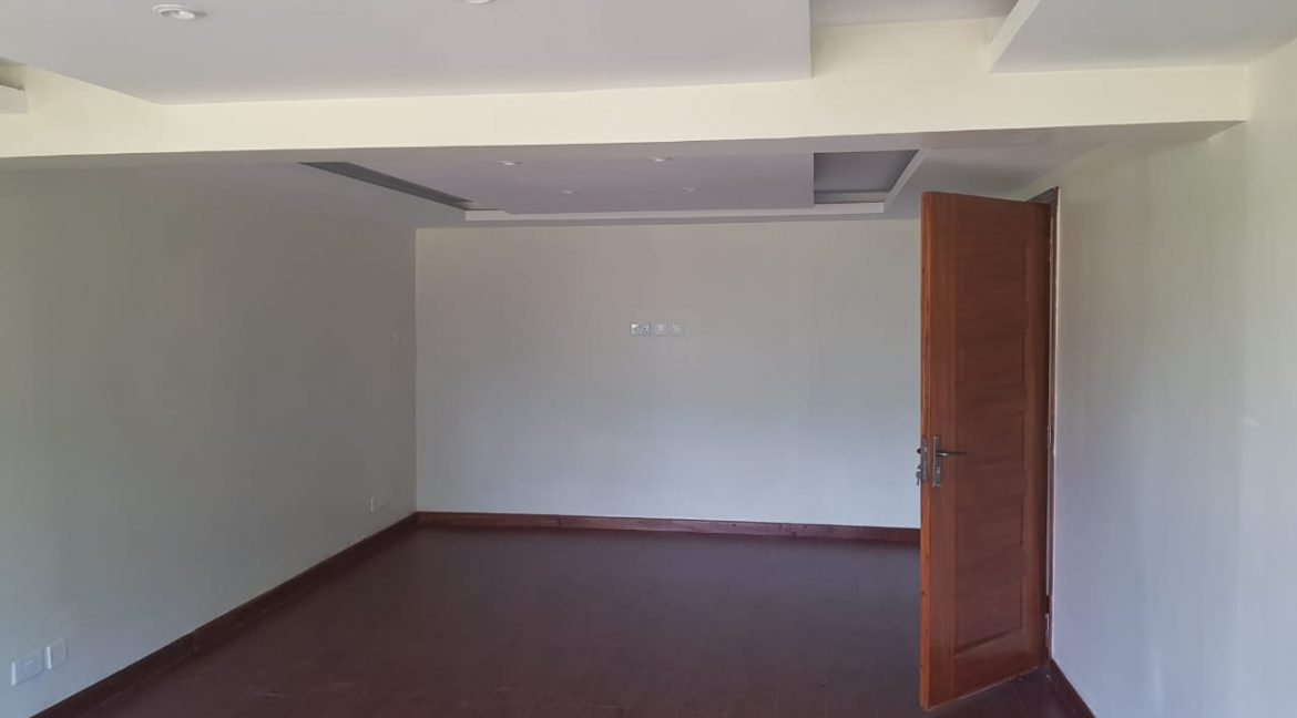 8 Roomed Property for Rent in Lavington Suitable for Office Use on 1 Acre at Ksh320k21