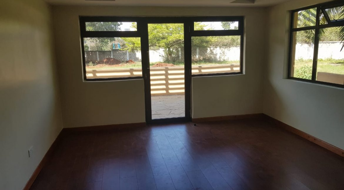 8 Roomed Property for Rent in Lavington Suitable for Office Use on 1 Acre at Ksh320k24