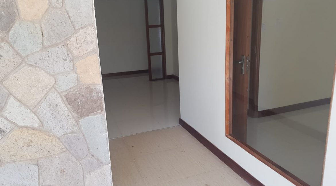 8 Roomed Property for Rent in Lavington Suitable for Office Use on 1 Acre at Ksh320k4