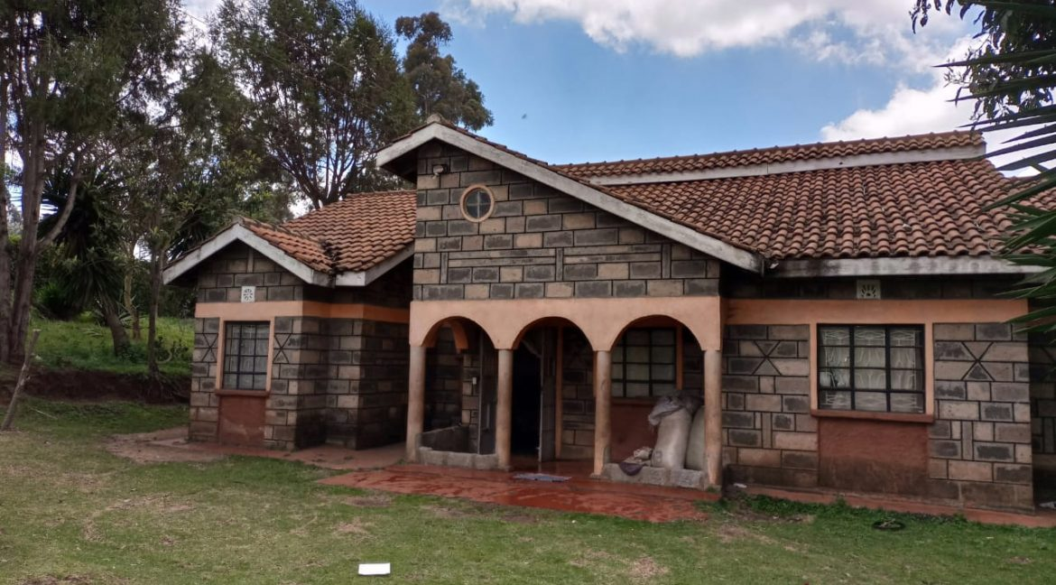 For sale: One and Quarter Acre Plus the House going for Ksh16M In limuru1