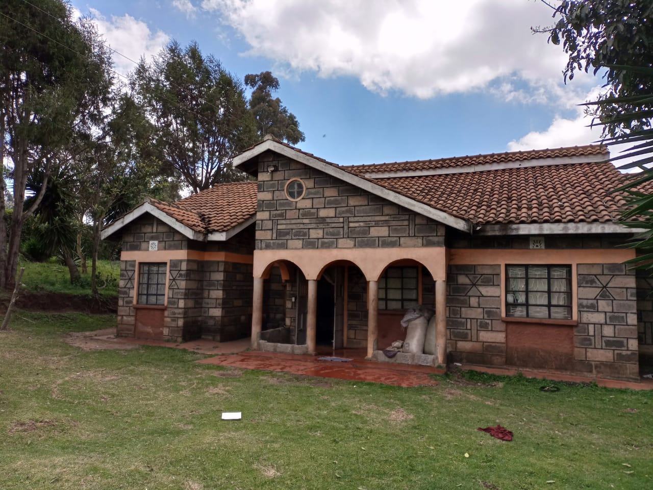 For sale: One and Quarter Acre Plus the House going for Ksh16M In limuru