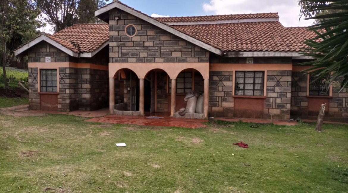For sale: One and Quarter Acre Plus the House going for Ksh16M In limuru2