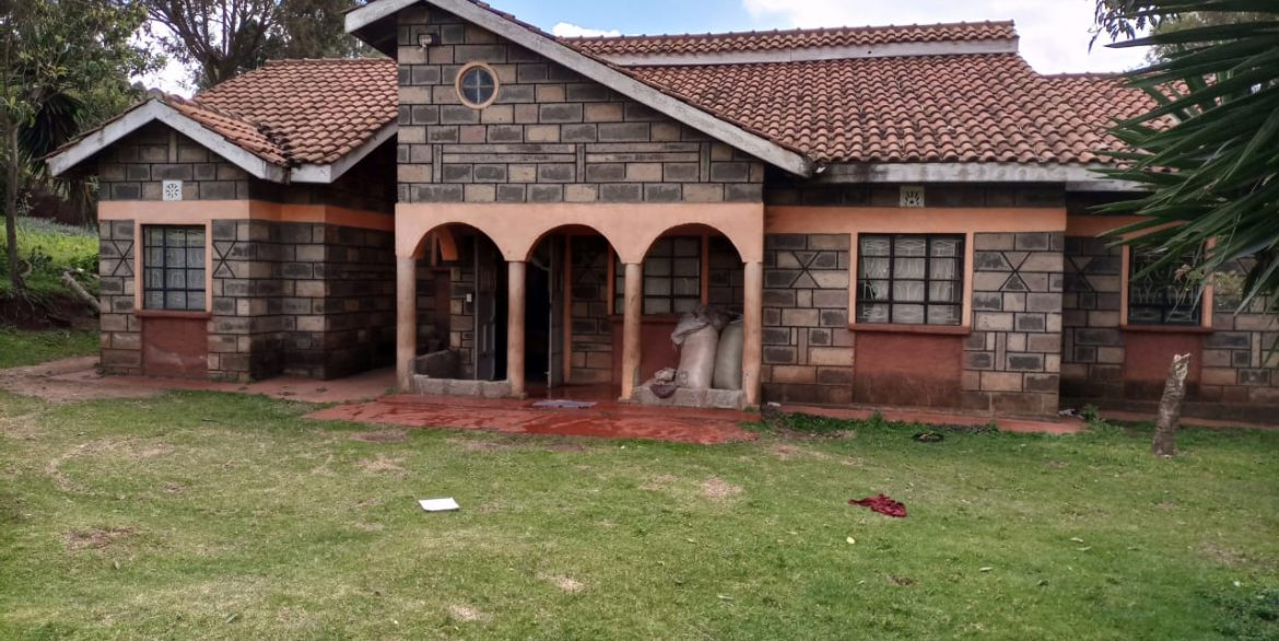 For sale: One and Quarter Acre Plus the House going for Ksh16M In limuru3