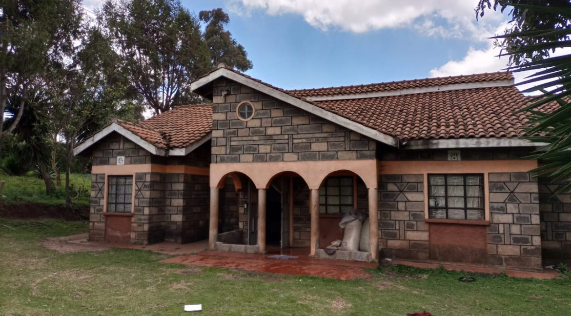 For sale: One and Quarter Acre Plus the House going for Ksh16M In limuru4