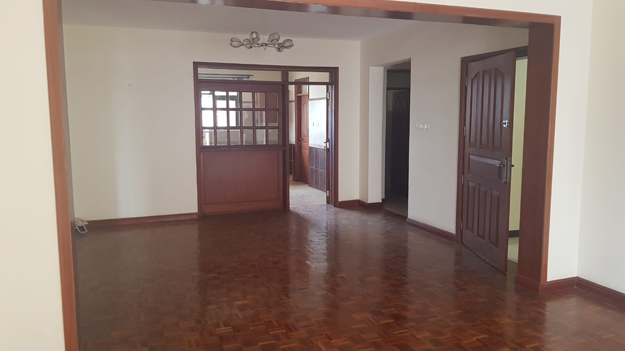 Two Bedrooms Plus Dsq with borehole water and lift in Killimani at Ksh85k