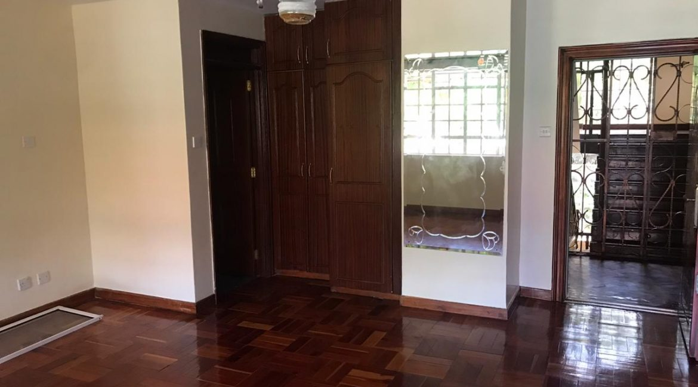 5 Bedroom all en-suite, Garden, Family Room Spacious asking Ksh200k10