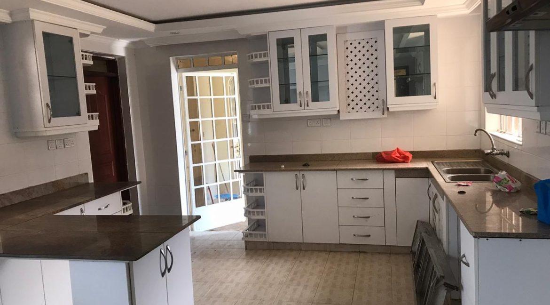 5 Bedroom all en-suite, Garden, Family Room Spacious asking Ksh200k3