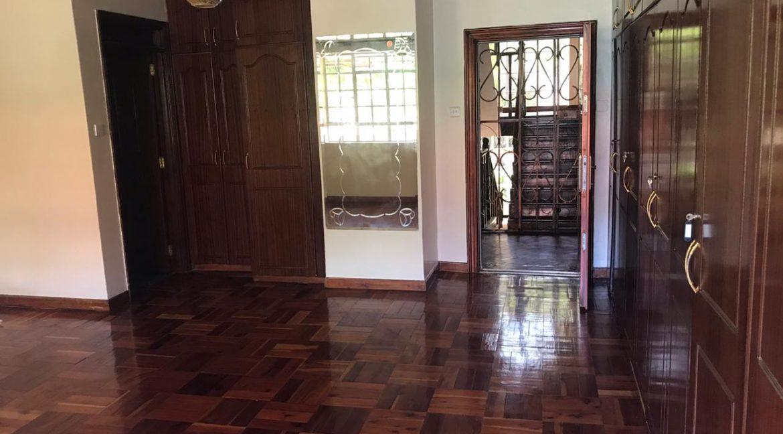 5 Bedroom all en-suite, Garden, Family Room Spacious asking Ksh200k9