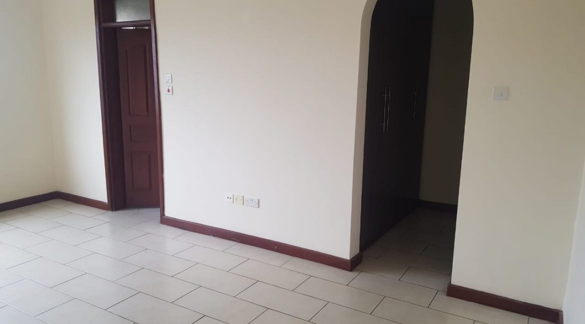3 Bedroom All Ensuite Plus DSQ for Rent on Raphta Road with Pool, full back up generator, Gym, Lifts at Ksh100k13