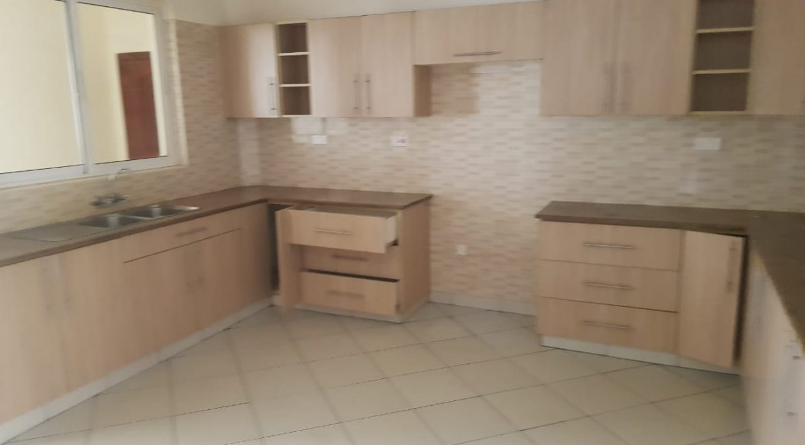 3 Bedroom All Ensuite Plus DSQ for Rent on Raphta Road with Pool, full back up generator, Gym, Lifts at Ksh100k18