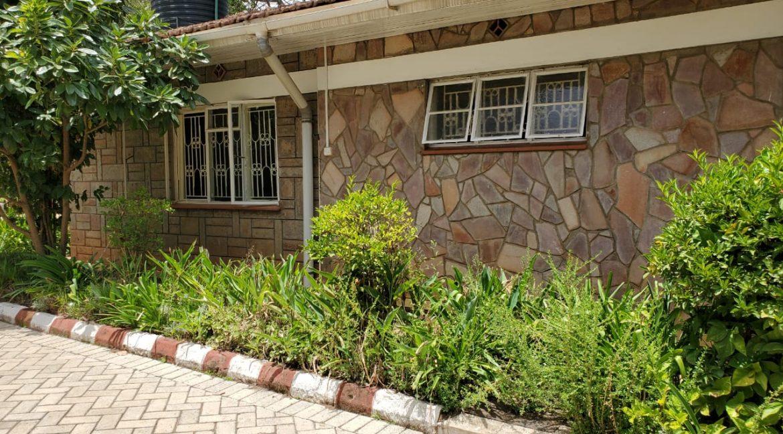 4 Bedroom Bungalow for Rent at Ksh300k in Lavington built on 1 Acre3