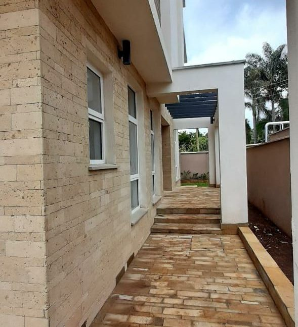 4 Bedroom Town House To Let Lavington, Nairobi at Ksh350,000 per month including service charge18