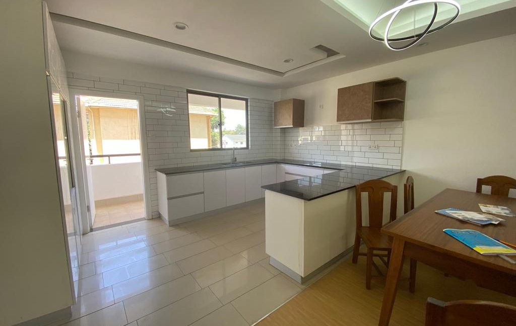 Homely 4 bedroom Apartment with DSQ for sale in Lavington, along Hatheru Road for Sale at Ksh19M11