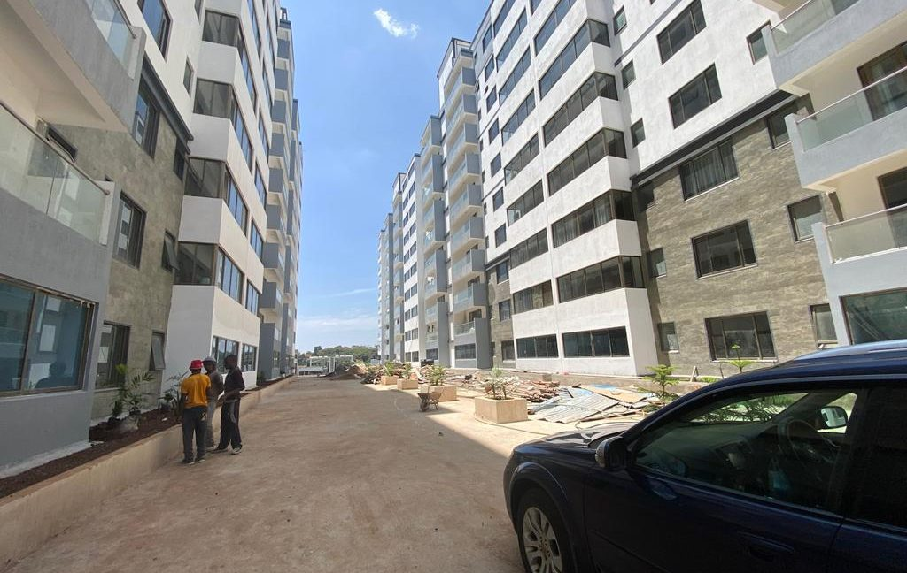 Homely 4 bedroom Apartment with DSQ for sale in Lavington, along Hatheru Road for Sale at Ksh19M13