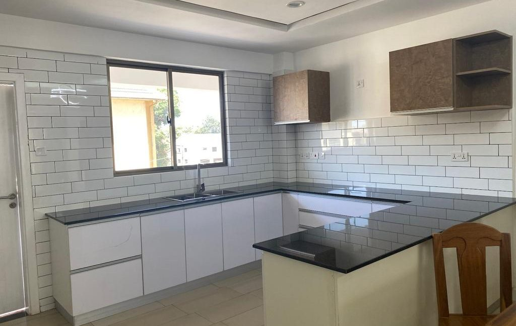 Homely 4 bedroom Apartment with DSQ for sale in Lavington, along Hatheru Road for Sale at Ksh19M21