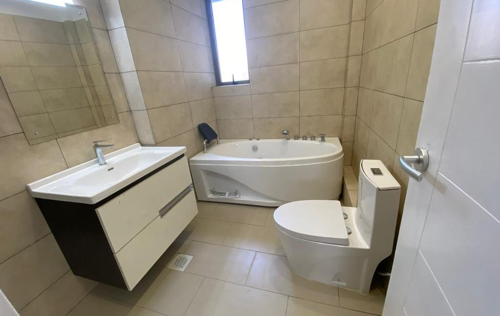 Homely 4 bedroom Apartment with DSQ for sale in Lavington, along Hatheru Road for Sale at Ksh19M25