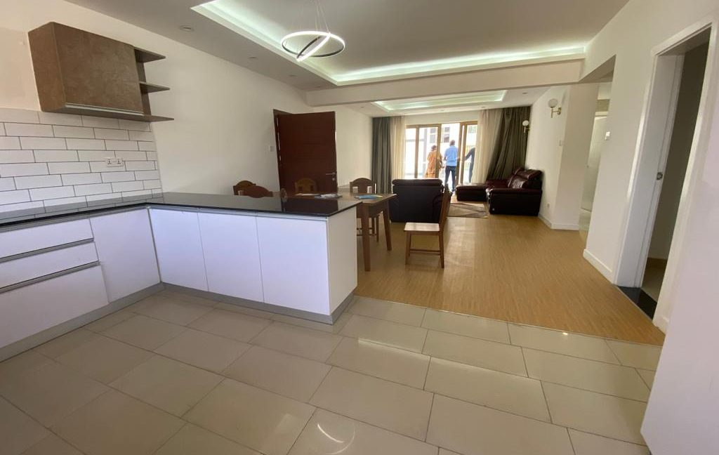 Homely 4 bedroom Apartment with DSQ for sale in Lavington, along Hatheru Road for Sale at Ksh19M4