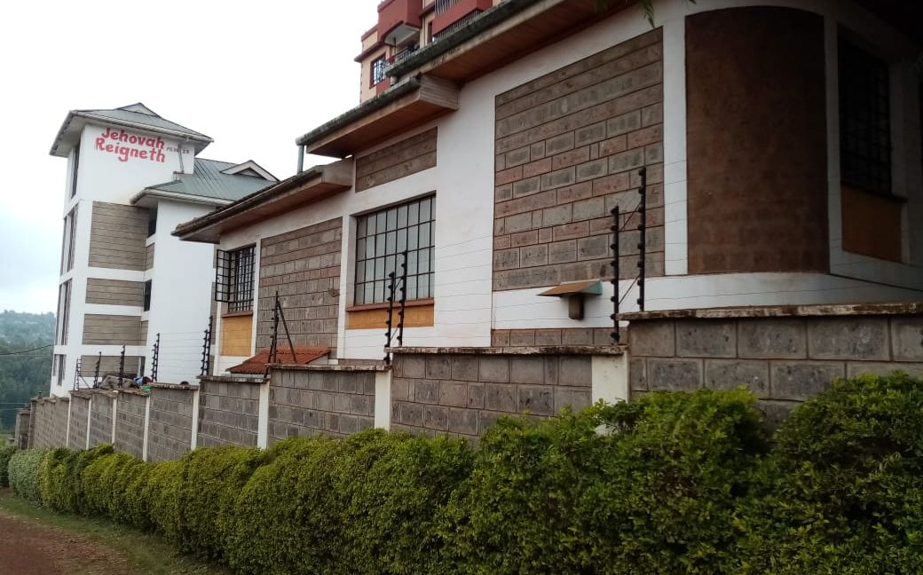 Property for sale in Ruaka 2 Bedroomed units and a 5 bedroomed maisonette, asking Ksh35M3