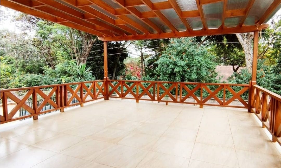 Villa to let at Ksh350k in Lavington with 5 bedroom all ensuite, family room, kitchen fully fitted, private swimming pool and garden1
