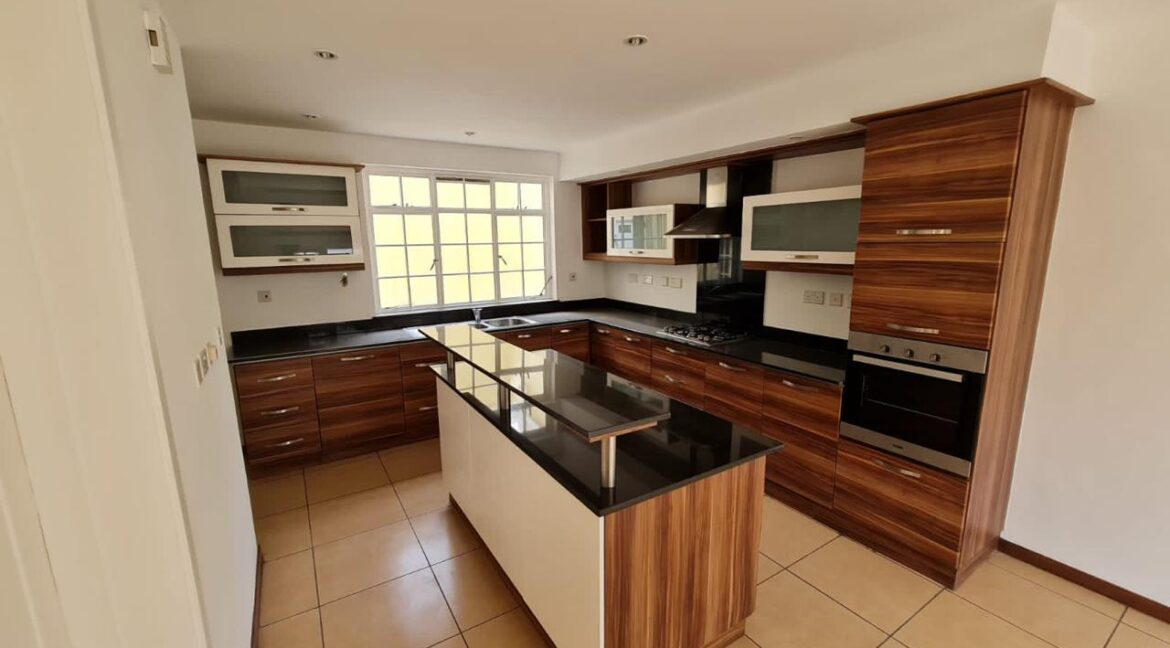 5 Bedroom All Ensuite Townhouse Plus Dsq For Rent at Ksh330k with excellent amenities 8