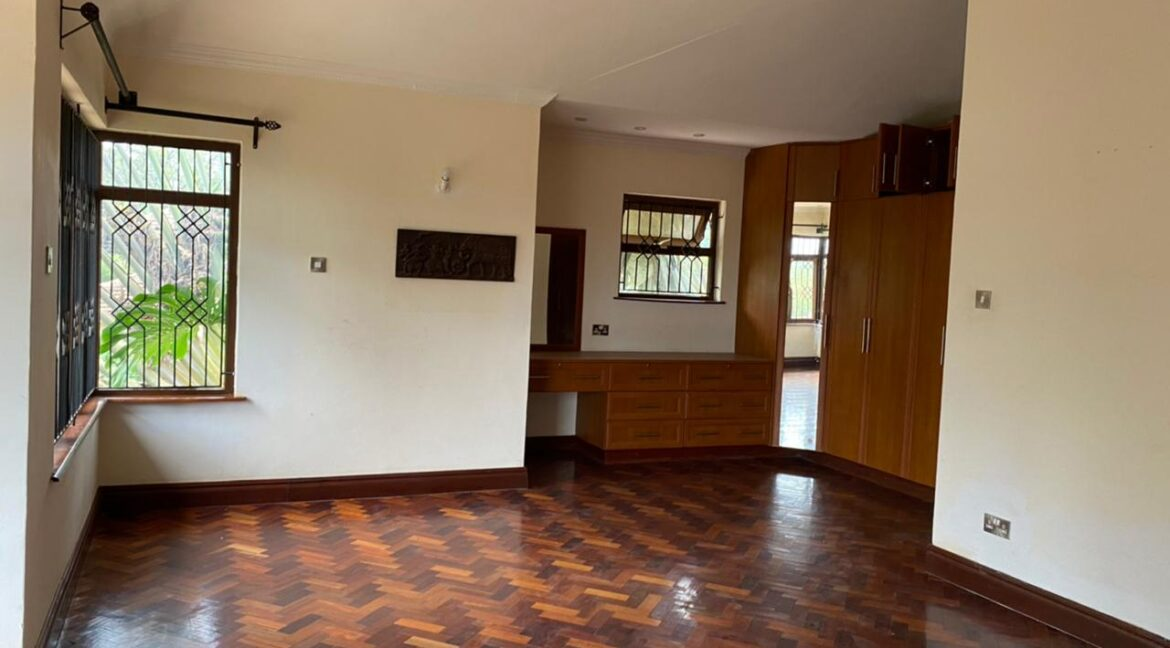 5 Bedrooms Villa all bedrooms en-suite for rent at Ksh400k located in Kitisuru in a gated community but own compound sitting on half acre16