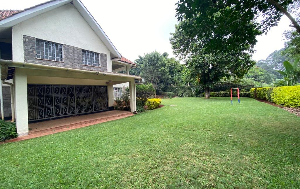 5 Bedrooms all Ensuite House for Rent at Ksh300k Located at Spring Valley and built on1:2 Acre12
