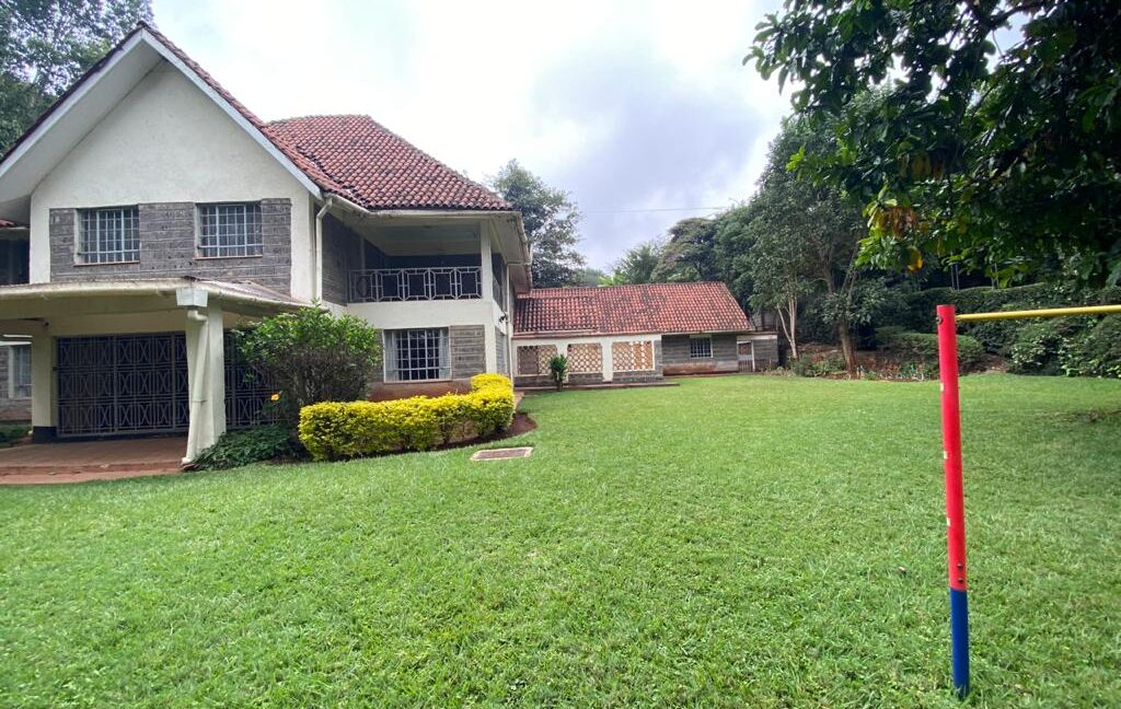 5 Bedrooms all Ensuite House for Rent at Ksh300k Located at Spring Valley and built on1:2 Acre18