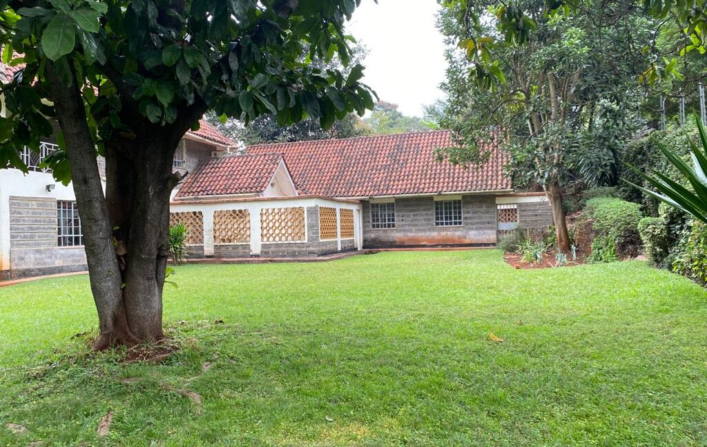 5 Bedrooms all Ensuite House for Rent at Ksh300k Located at Spring Valley and built on1:2 Acre2