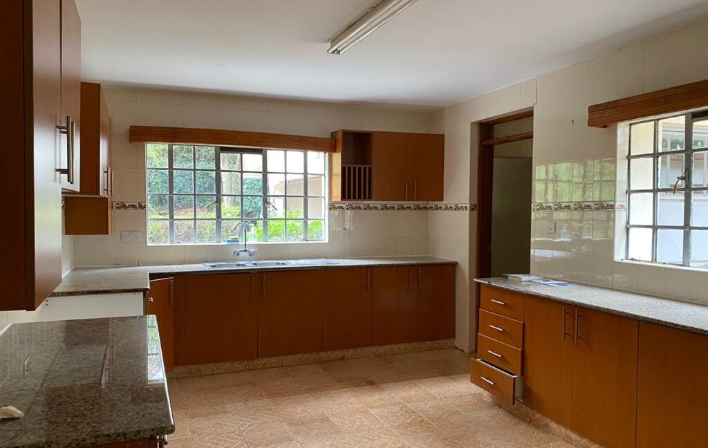 5 Bedrooms all Ensuite House for Rent at Ksh300k Located at Spring Valley and built on1:2 Acre20
