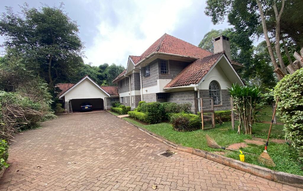 5 Bedrooms all Ensuite House for Rent at Ksh300k Located at Spring Valley and built on1:2 Acre3