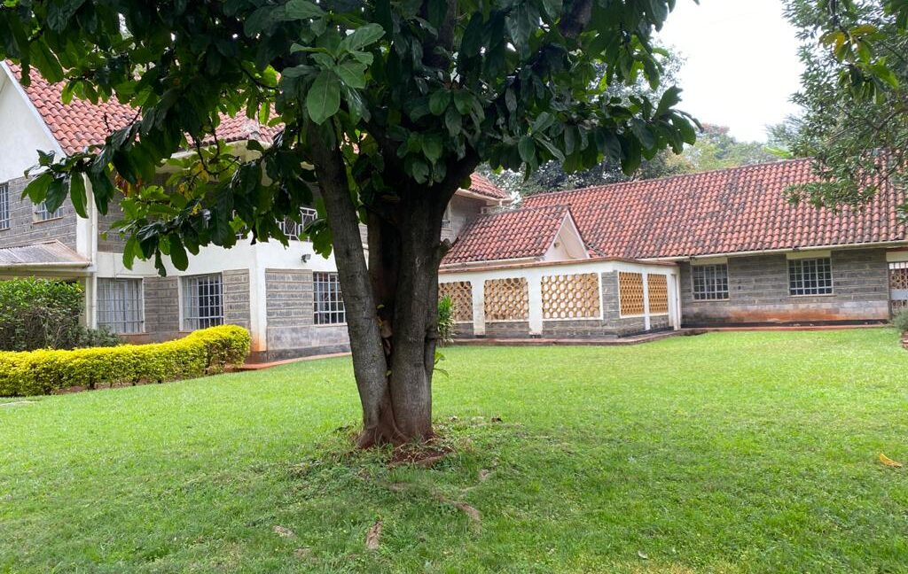 5 Bedrooms all Ensuite House for Rent at Ksh300k Located at Spring Valley and built on1:2 Acre9