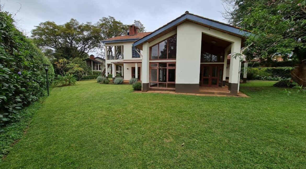 Lovely 4 bedroom Townhouse plus dsq for rent at Ksh330k in Westlands, ensuite, family room, office, detached dsq for 2, very well maintained and more amenities1