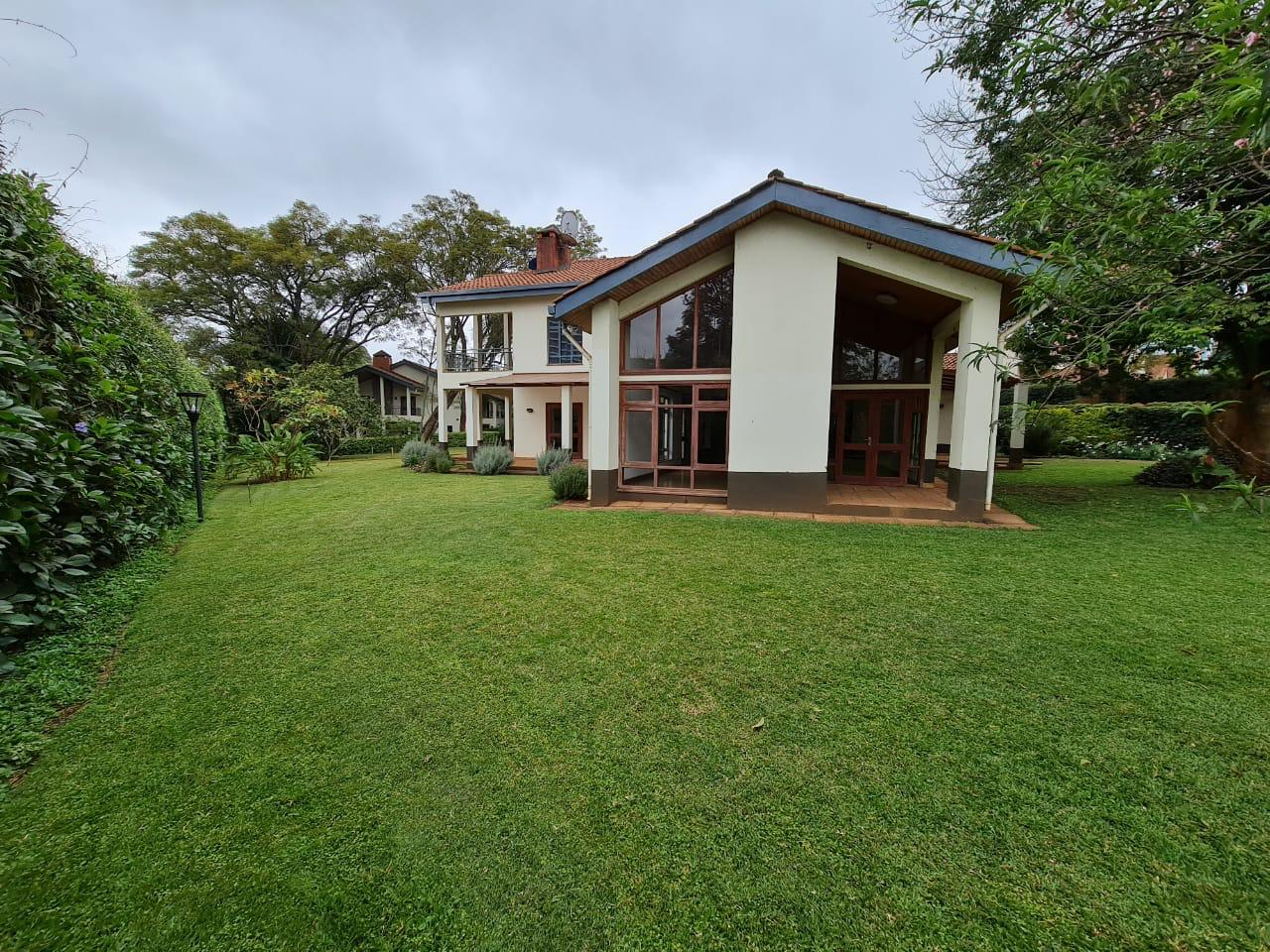 Lovely 4 bedroom Townhouse plus dsq for rent at Ksh330k in Westlands, ensuite, family room, office, detached dsq for 2, very well maintained and more amenities