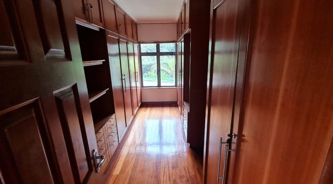 Lovely 4 bedroom Townhouse plus dsq for rent at Ksh330k in Westlands, ensuite, family room, office, detached dsq for 2, very well maintained and more amenities10