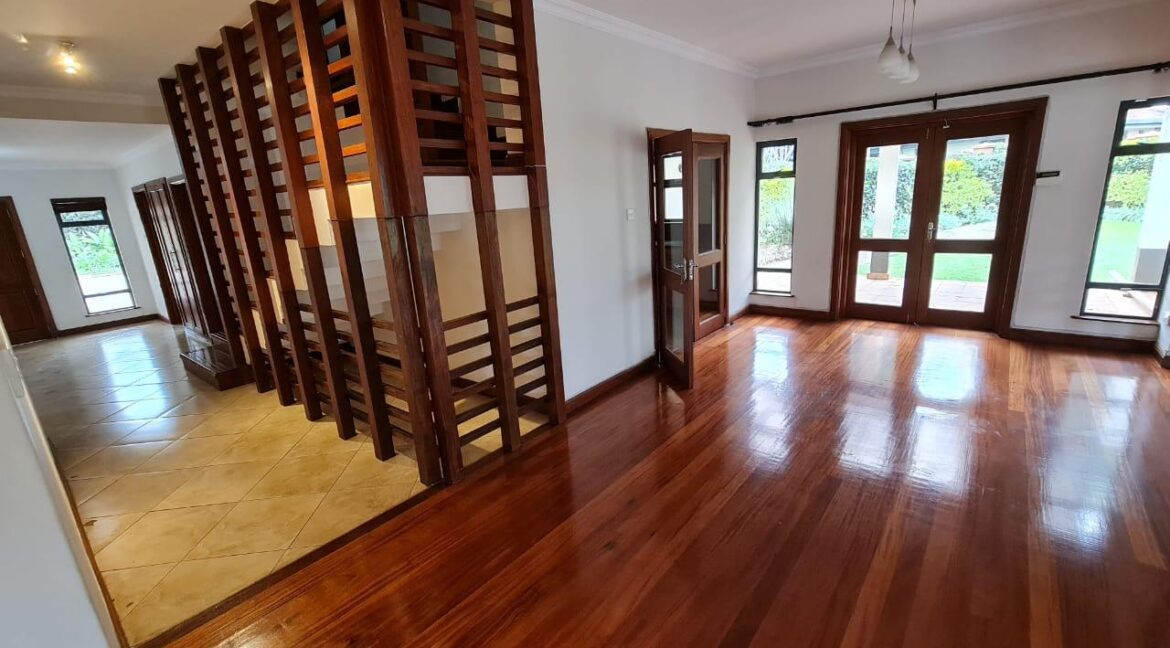 Lovely 4 bedroom Townhouse plus dsq for rent at Ksh330k in Westlands, ensuite, family room, office, detached dsq for 2, very well maintained and more amenities14