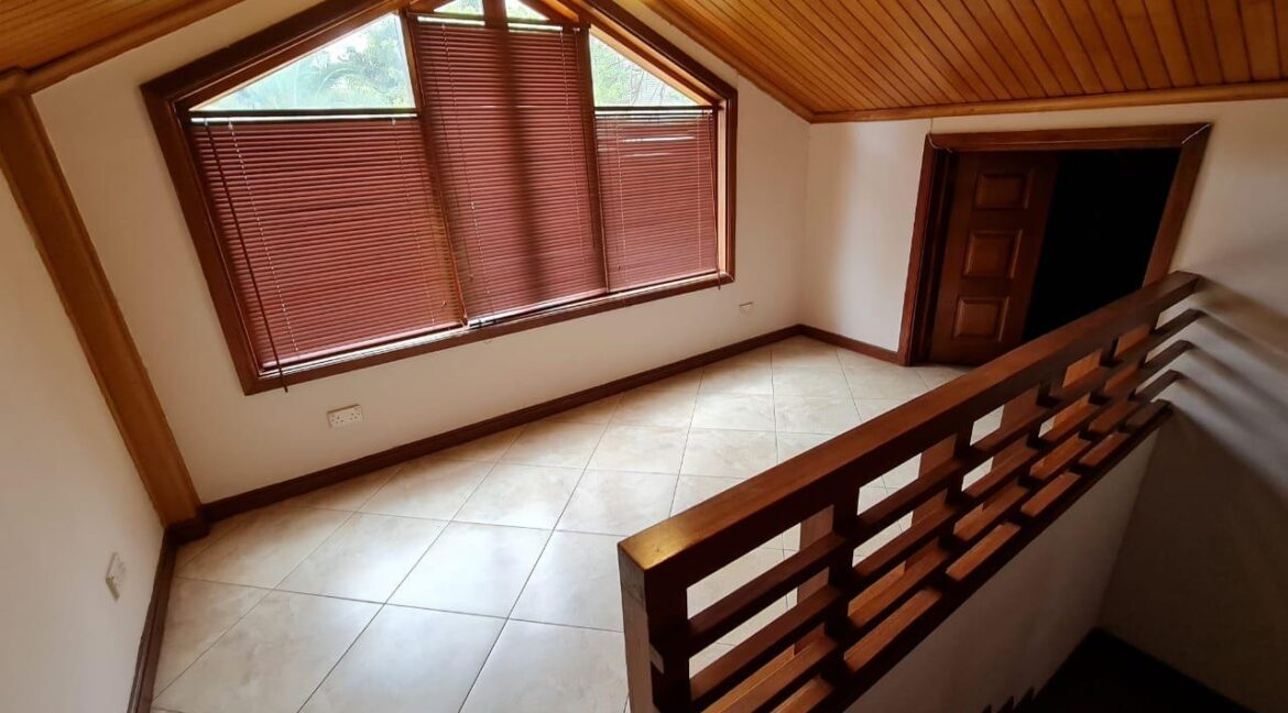 Lovely 4 bedroom Townhouse plus dsq for rent at Ksh330k in Westlands, ensuite, family room, office, detached dsq for 2, very well maintained and more amenities17
