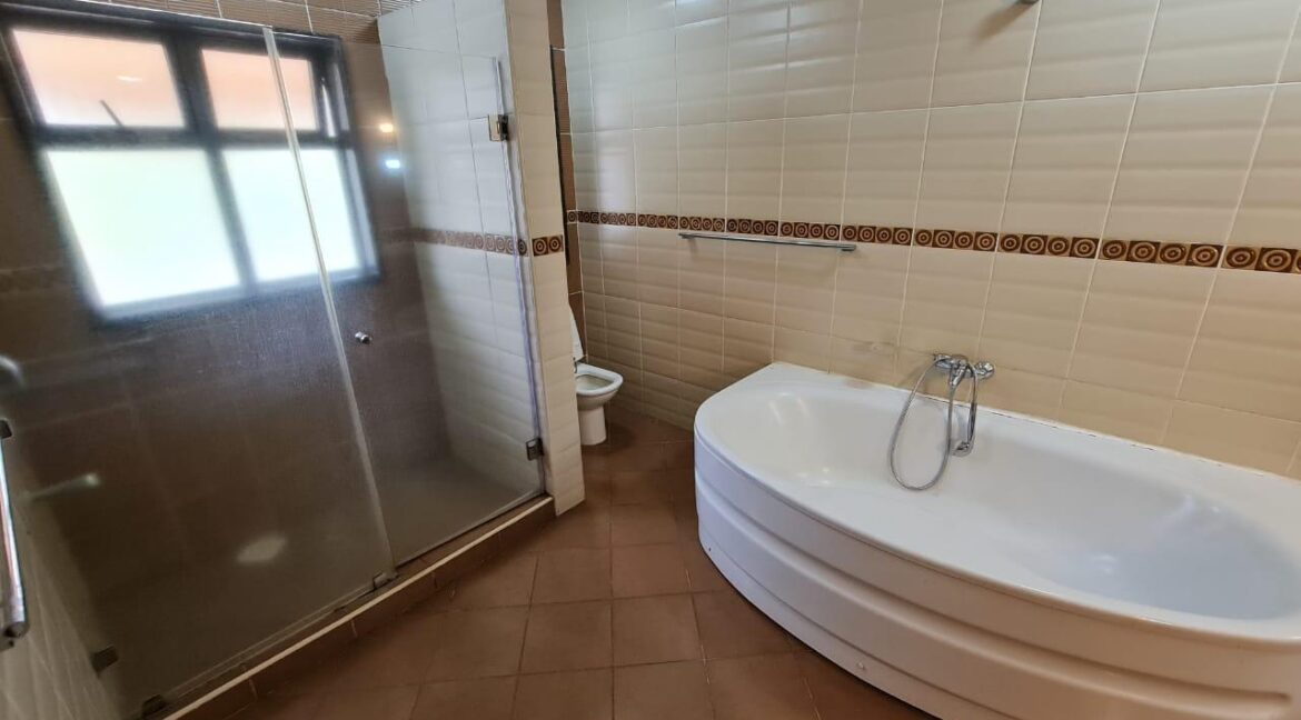 Lovely 4 bedroom Townhouse plus dsq for rent at Ksh330k in Westlands, ensuite, family room, office, detached dsq for 2, very well maintained and more amenities22